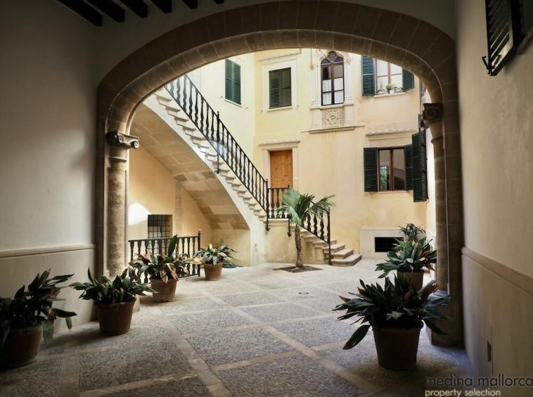 Lujoso duplex en edificio historico de Palma medina mallorca 1