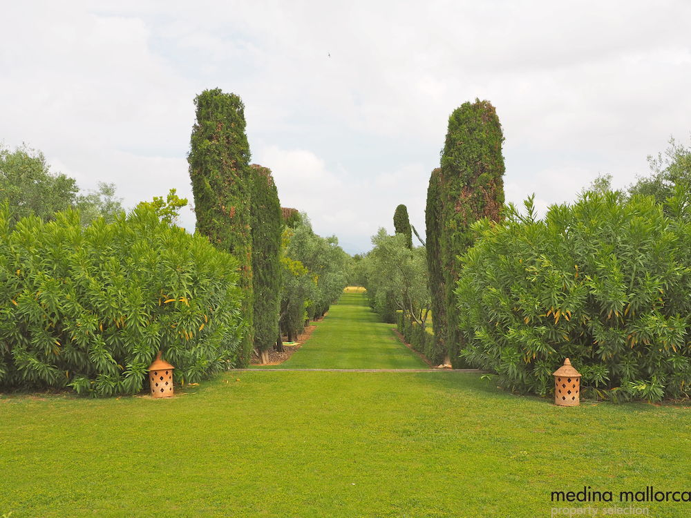 magnifica finca rodeada de jardines llubi medina mallorca 23