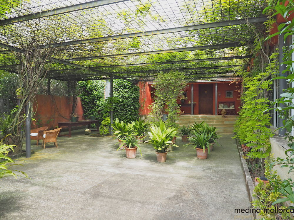 magnifica finca rodeada de jardines llubi medina mallorca 29